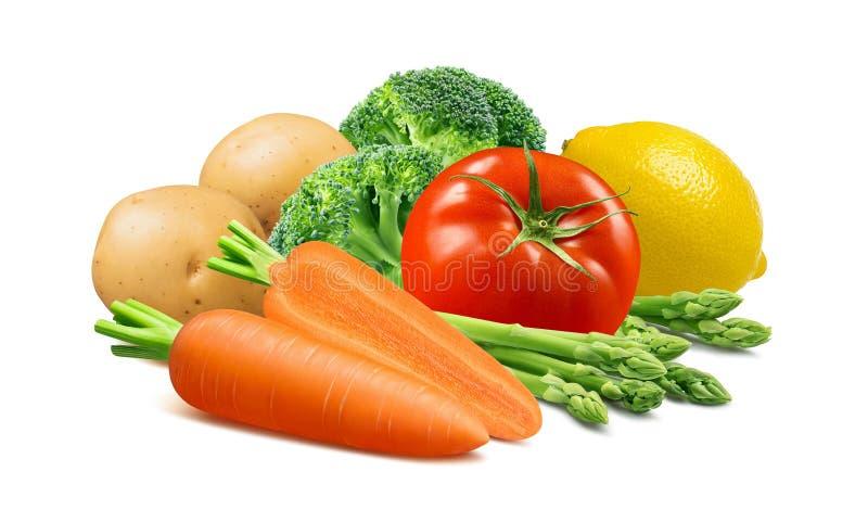 红萝卜、硬花甘蓝、土豆、在白色和柠檬隔绝的蕃茄、芦笋 免版税库存图片
