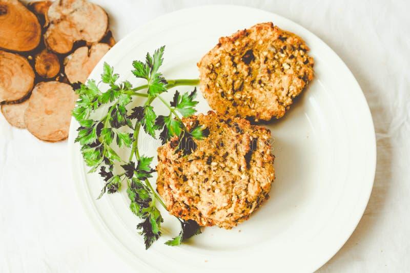 红萝卜汉堡用扁豆和荞麦,素食主义者,定调子 免版税库存图片