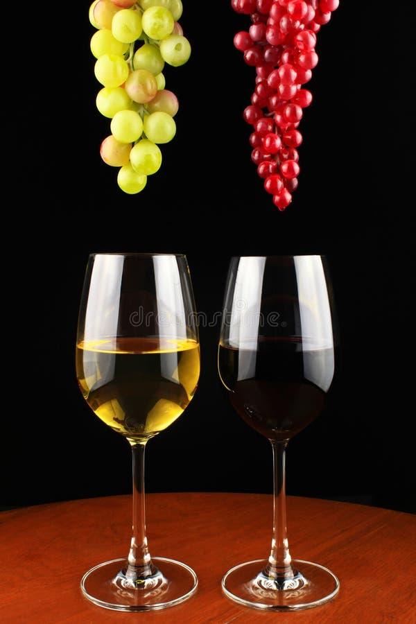 红葡萄酒和白葡萄酒。 免版税图库摄影