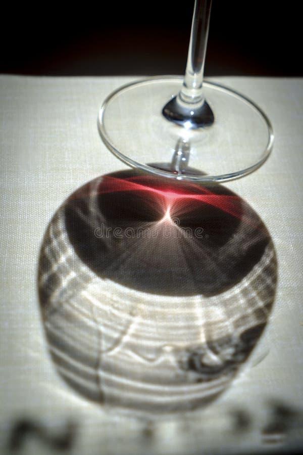 红葡萄酒在西班牙餐馆 库存图片
