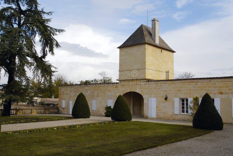 红葡萄酒大别墅法国magnol 免版税库存照片