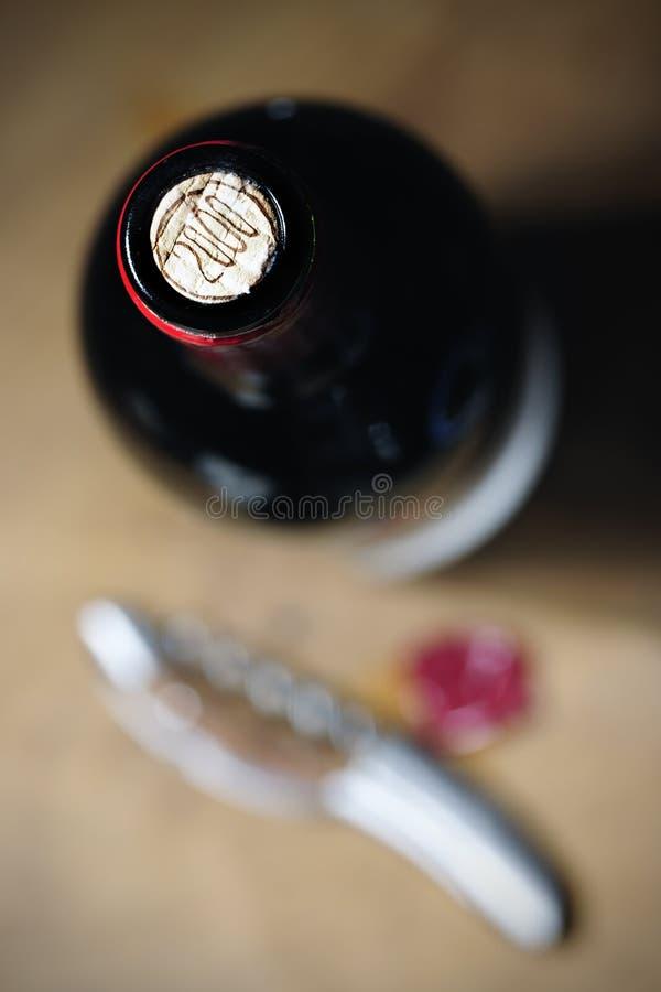 Download 红葡萄酒瓶2000年 库存图片. 图片 包括有 对象, 黄柏, 饮料, ,并且, 拔塞螺旋, 酒精, 红色 - 30327495