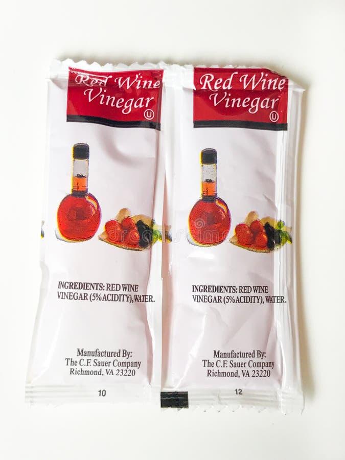 红葡萄酒醋小包 免版税库存照片