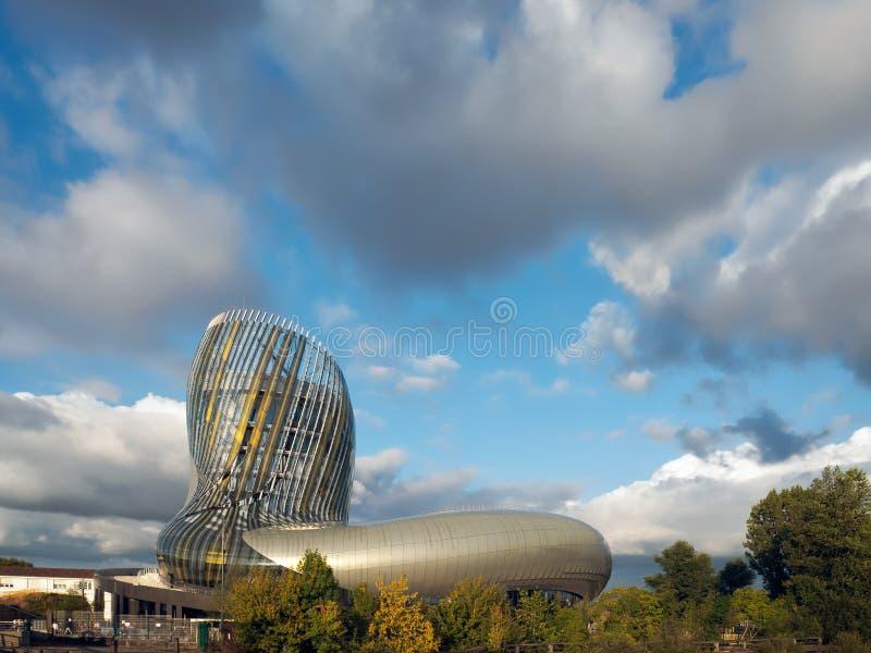 红葡萄酒, GIRONDE/FRANCE - 9月18日:观点的La Cite du Vin 免版税库存照片