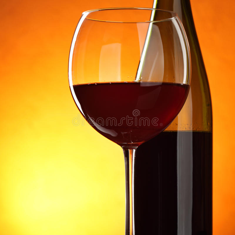 Download 红葡萄酒 库存图片. 图片 包括有 生活, 垂直, 液体, 空间, 酒客, 玻璃, 橙色, 烤肉, 背包 - 15686343