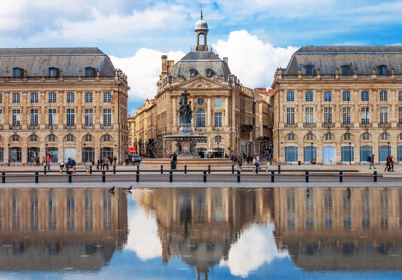 红葡萄酒- Place de la Bourse 免版税库存图片