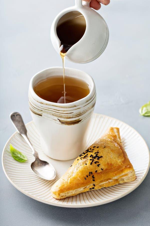 红豆油酥点心用绿茶 库存照片