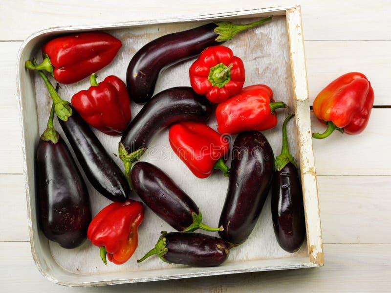 红辣椒和茄子 库存照片