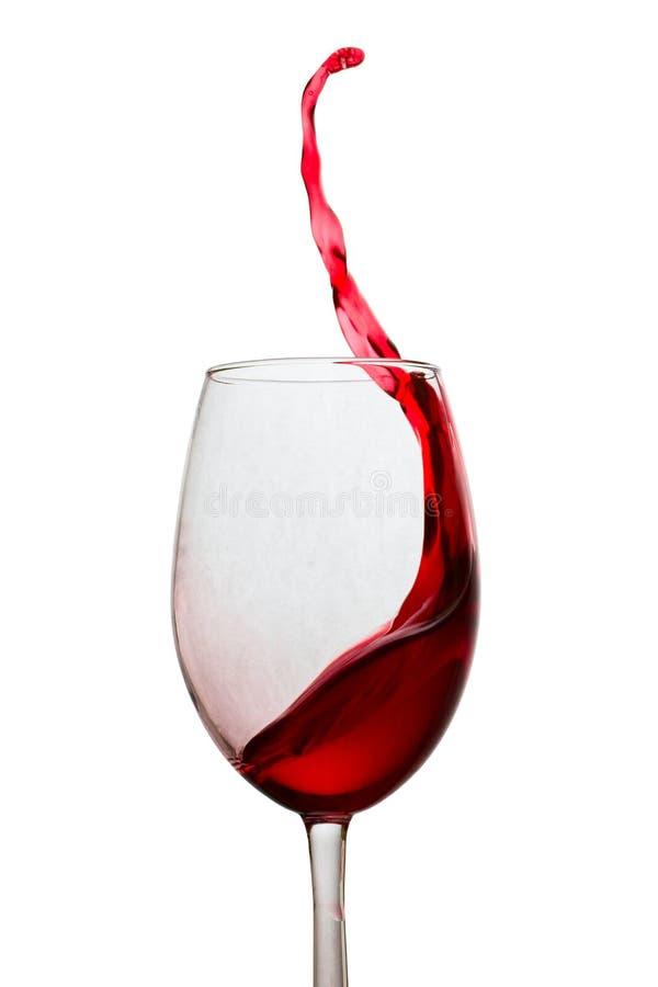 红酒高和弯曲的飞溅在玻璃的 库存图片