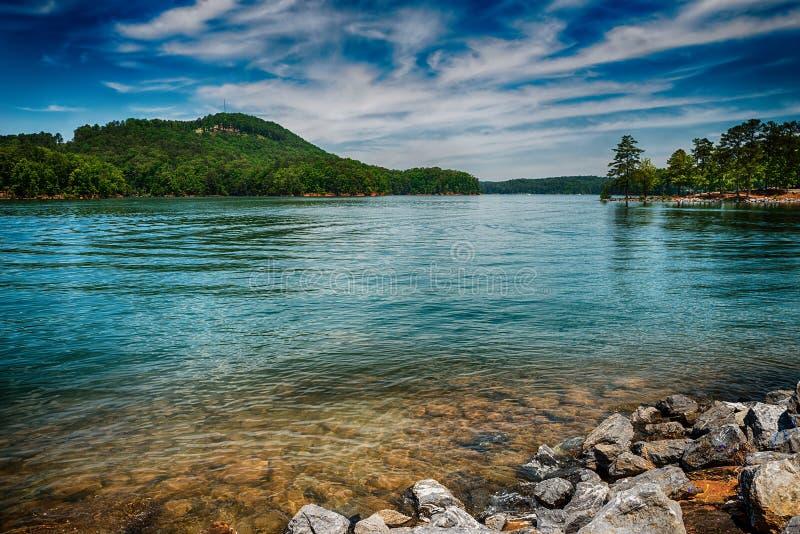 红顶山国家公园的湖Allatoona 免版税库存图片