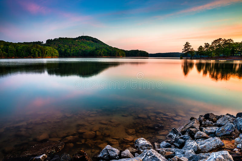 红顶山国家公园的湖Allatoona 免版税图库摄影