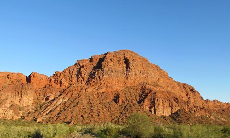红颜色岩石风景 免版税库存图片