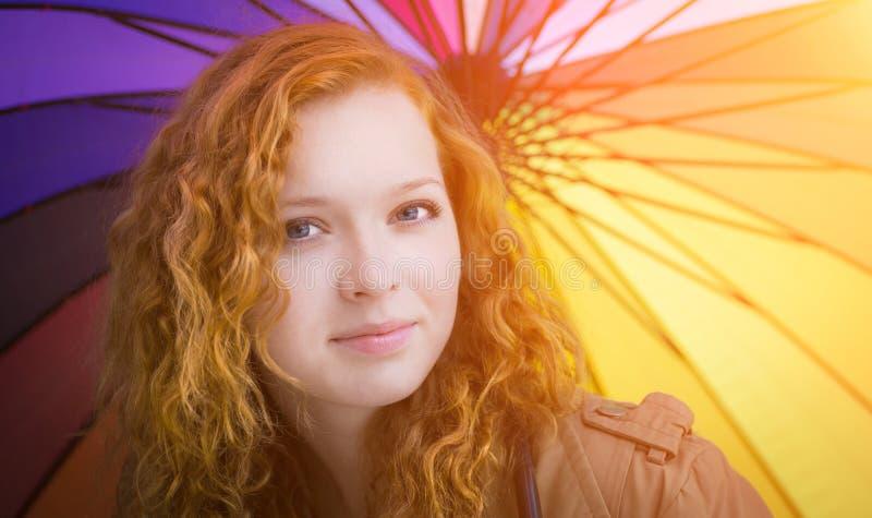 红头发人女孩面孔特写镜头。 免版税库存照片