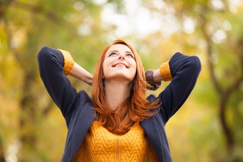 红头发人女孩 免版税库存照片