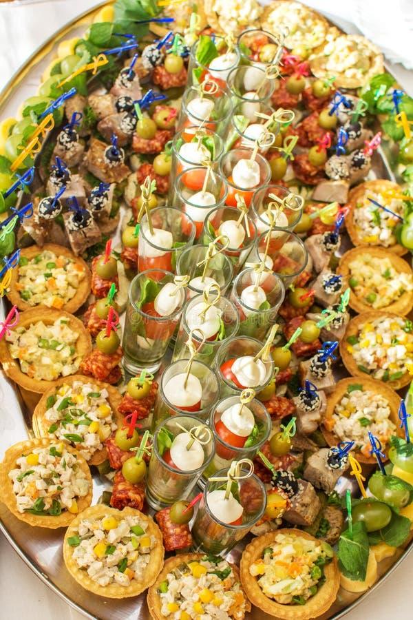 纤巧和快餐在自助餐或宴会 承办酒席 选择聚焦 库存图片