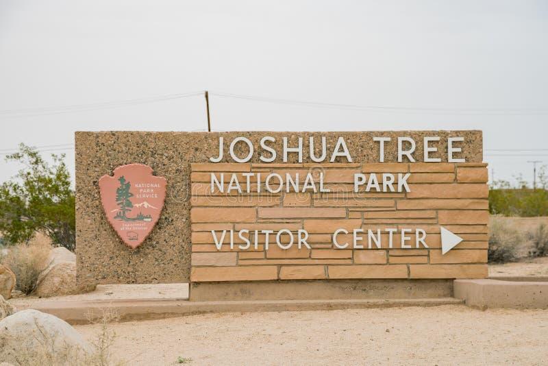 约书亚树国家公园访客中心的入口标志 库存图片