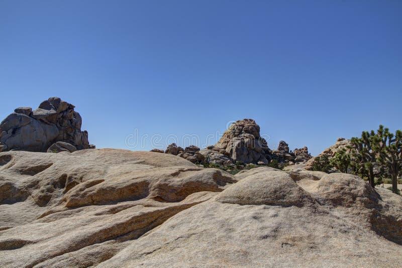 约书亚树隐藏的谷岩石和冰砾 图库摄影