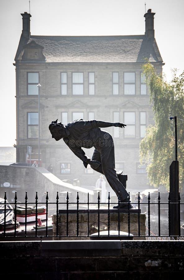 约克夏快速投球手玩板球者弗雷德杜鲁门雕象Skipton 免版税库存照片
