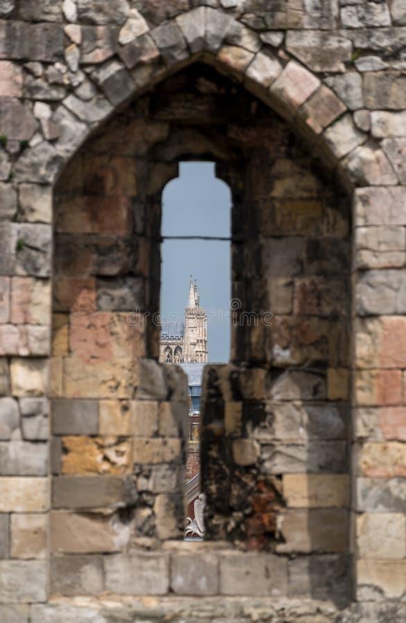 约克大教堂看法通过箭头被切开在历史的克利福德` s塔,英国英国顶部 库存图片