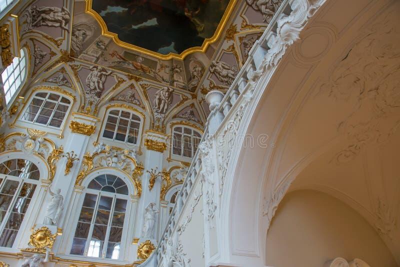 约旦楼梯、内部的片段和天花板 免版税库存图片