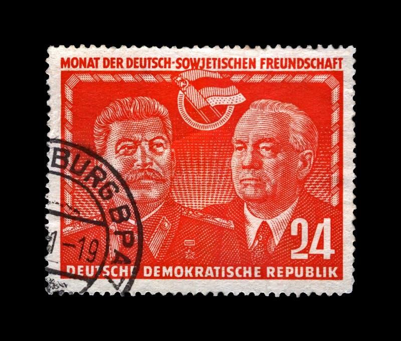 约瑟夫・维萨里奥诺维奇・斯大林、威廉・皮克、著名苏维埃和德国政客领导,大约1951年 免版税图库摄影