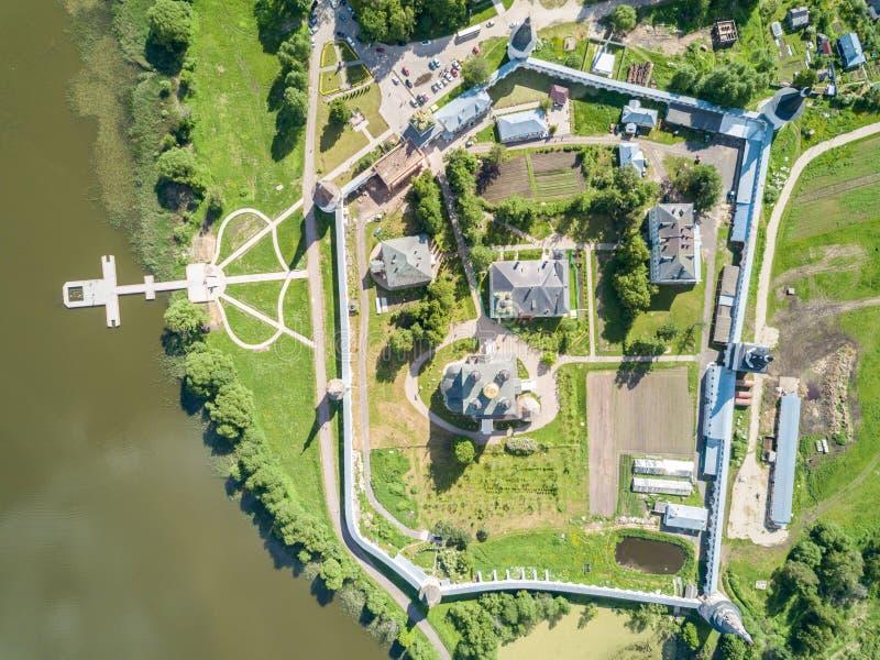 约瑟夫沃洛科拉姆斯克lavra或Josepho-Volotsky修道院、克里姆林宫和湖,在沃洛科拉姆斯克附近,莫斯科,俄罗斯 东正教 库存照片