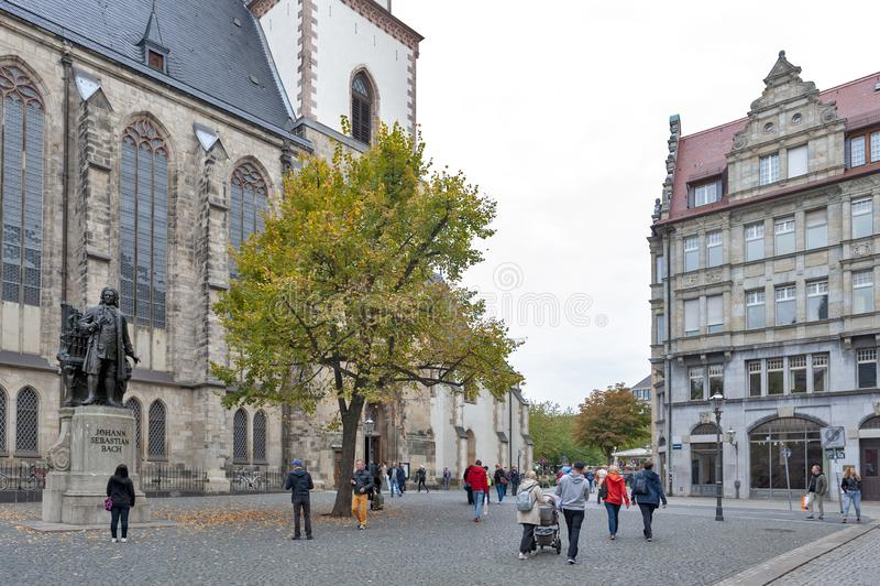 约翰・塞巴斯蒂安・巴赫,举世闻名的音乐作曲家雕象,圣托马斯教会的在莱比锡,德国 免版税库存照片