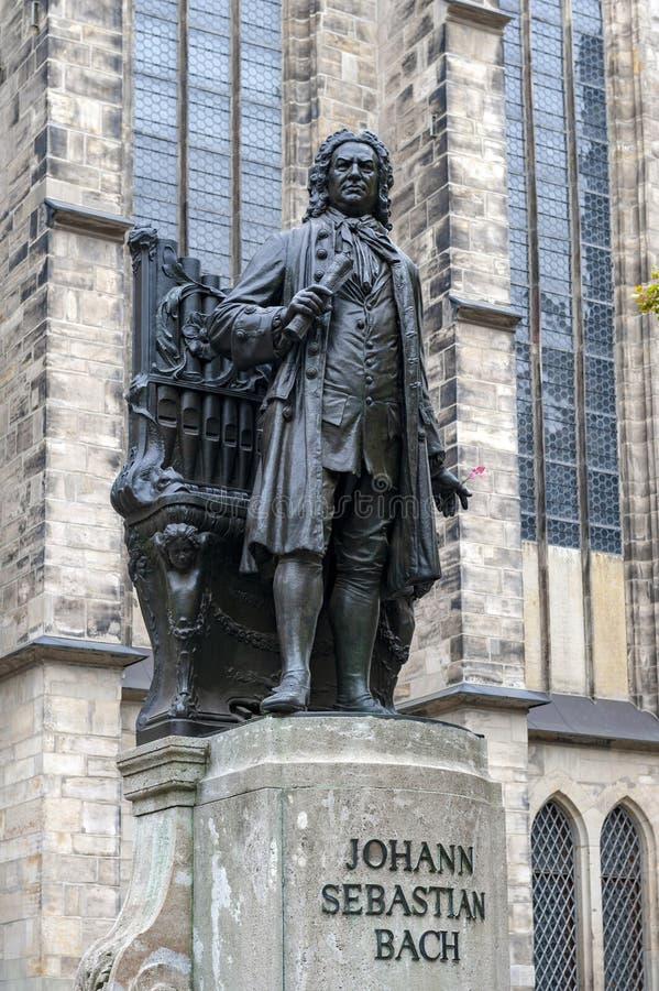 约翰・塞巴斯蒂安・巴赫,举世闻名的音乐作曲家雕象,圣托马斯教会的在莱比锡,德国 免版税库存图片
