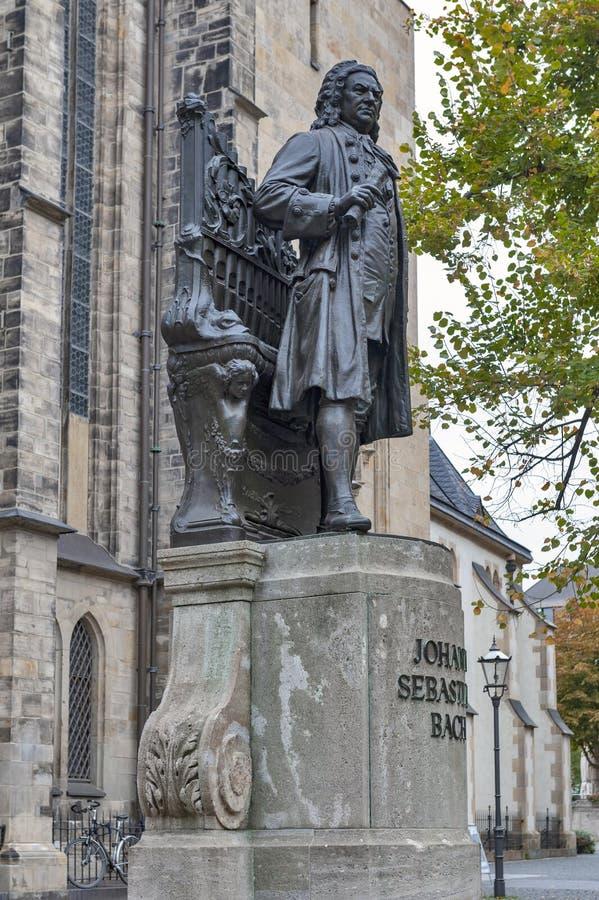 约翰・塞巴斯蒂安・巴赫,举世闻名的音乐作曲家雕象,圣托马斯教会的在莱比锡,德国 免版税图库摄影
