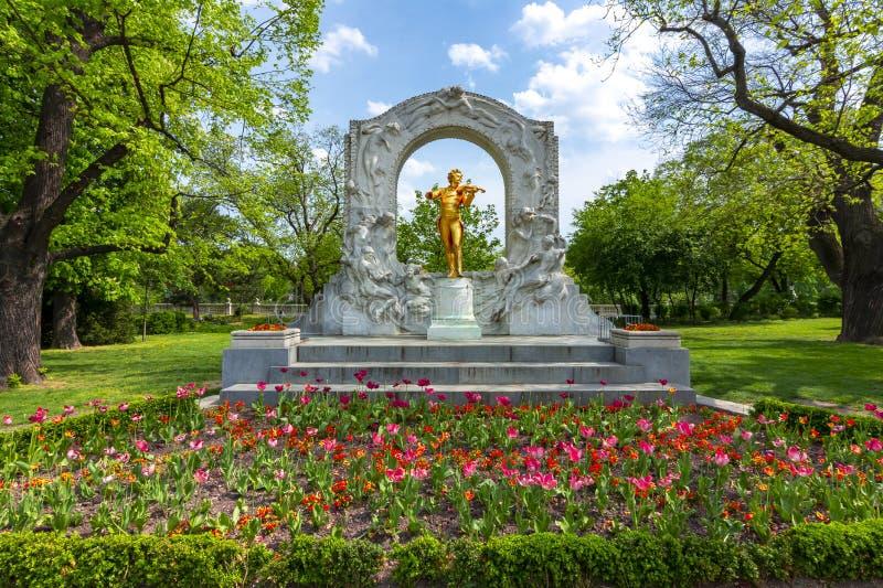 约翰・施特劳斯纪念碑在Stadpark,维也纳,奥地利 库存照片
