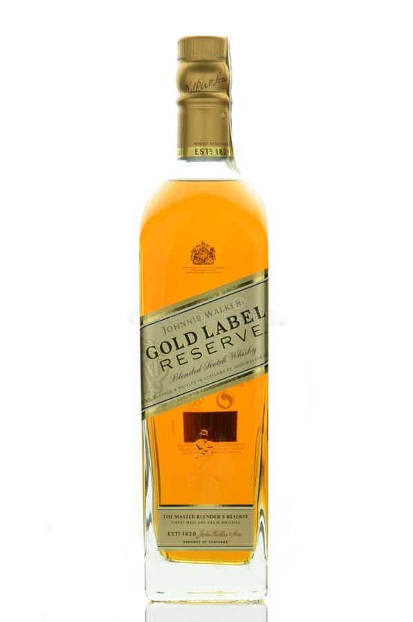约翰妮步行者金标签混和了在白色背景隔绝的威士忌酒 库存照片