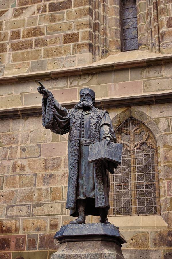 约翰尼斯Honterus雕象在布拉索夫 库存图片