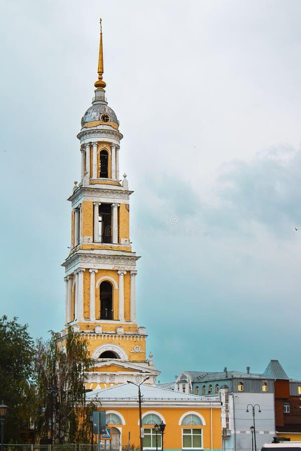 科洛姆纳克里姆林宫金环城的John the Apostle Church的钟楼 阴天背景 垂直 免版税库存图片