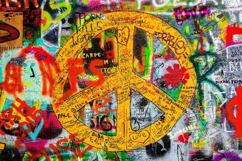 约翰・列侬墙壁在布拉格,著名旅游观光 免版税库存图片