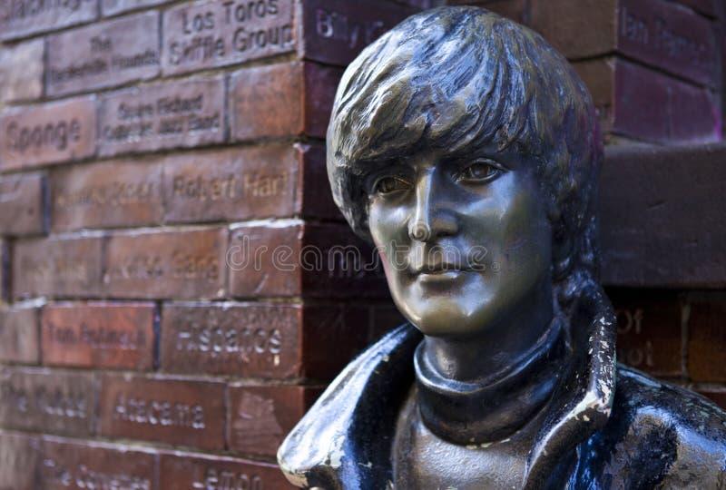 约翰・列侬雕象在利物浦 免版税图库摄影