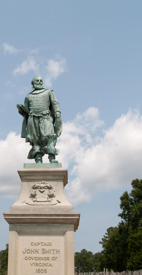约翰・史密斯指挥的纪念碑在詹姆斯敦, VA 库存照片