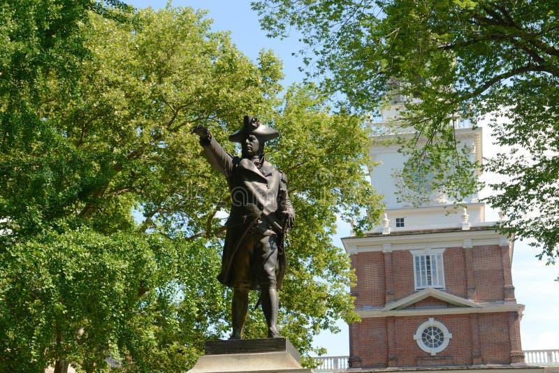 约翰・巴瑞雕象和美国独立纪念馆,费城 免版税库存图片