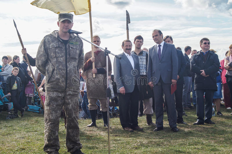 以纪念俄罗斯的解放的536 Th周年的开幕活动从蒙古鞑靼人的轭的在卡卢加州地区 库存照片