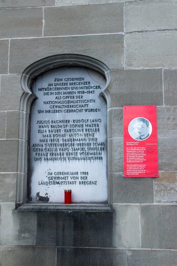 纪念匾为纪念死在几年期间1938-1945的布雷根茨公民 库存照片