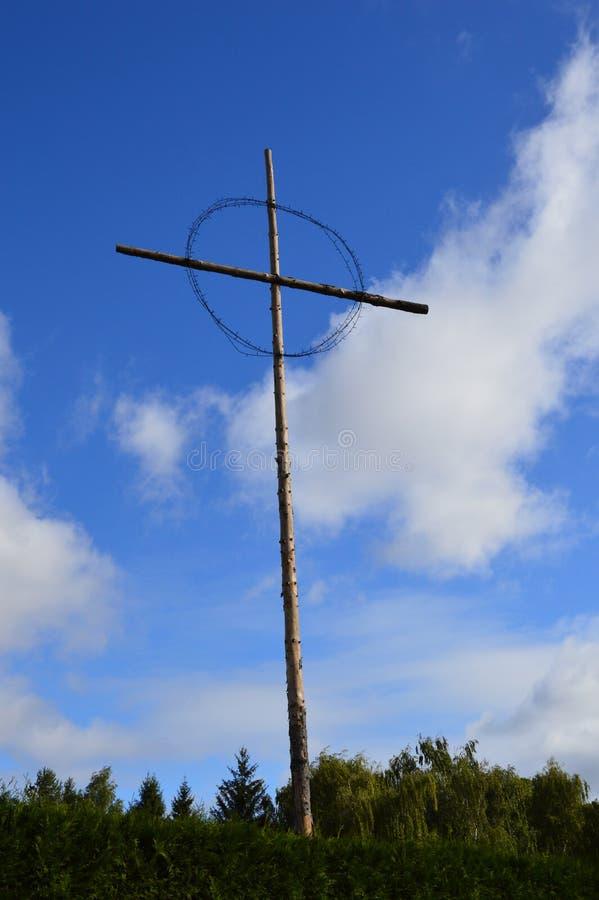 纪念十字架在利迪策村庄 库存照片