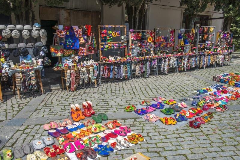 纪念品和民间艺术产品街道贸易在西格纳吉,卡赫季州地区,乔治亚 图库摄影