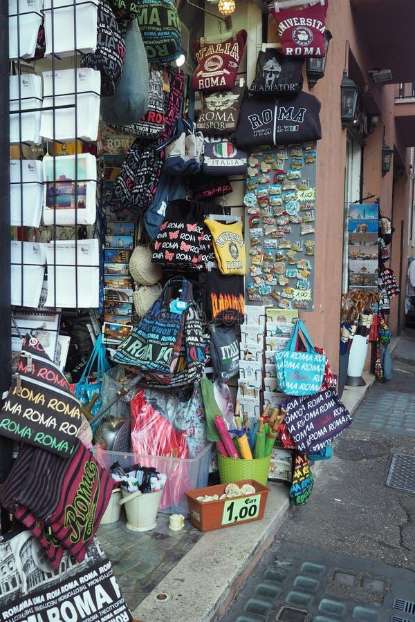 纪念品店在罗马,意大利 免版税图库摄影