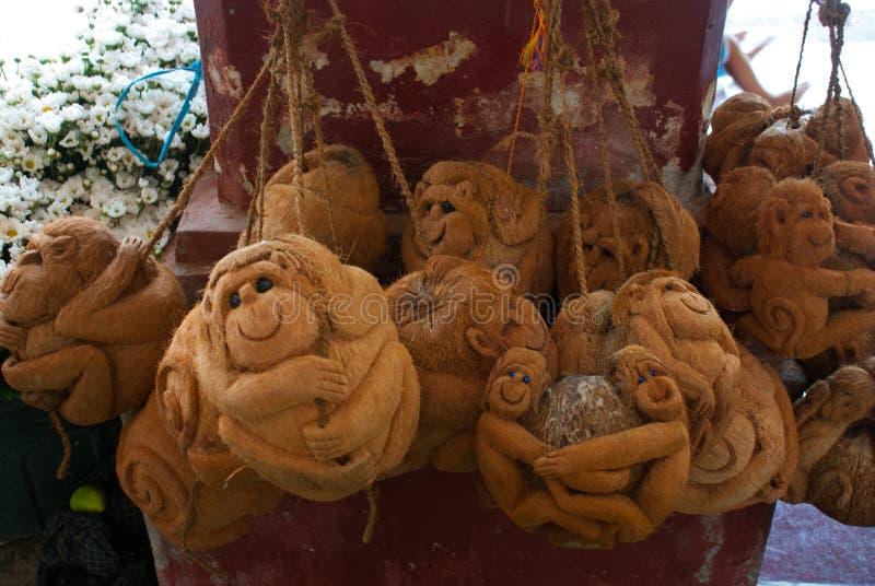 Download 纪念品由椰子制成 猴子 缅甸 缅甸 库存照片. 图片 包括有 老挝人, 传统, 农场, 出售, 人群, 礼服 - 72365872