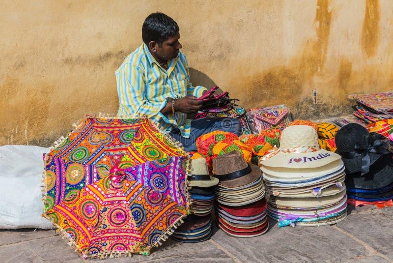 纪念品的摊贩 传统贸易在印度 库存图片