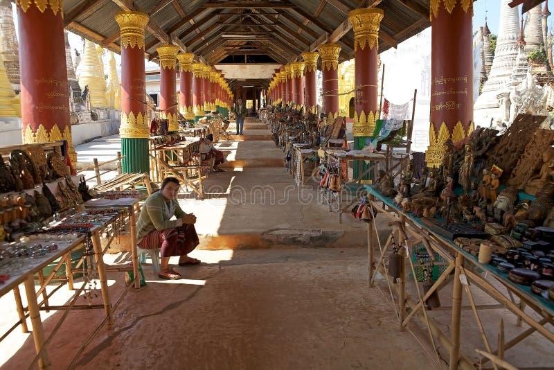 纪念品缅甸的街道商店 免版税库存照片