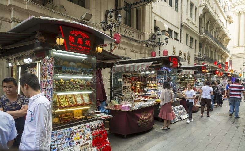 纪念品街道在上海,中国购物 免版税库存图片