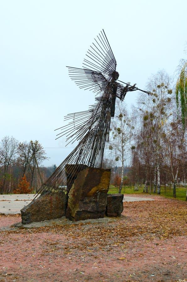 纪念复杂星蒿木 雕塑吹小号天使,切尔诺贝利,切尔诺贝利核电站禁区,乌克兰 库存图片