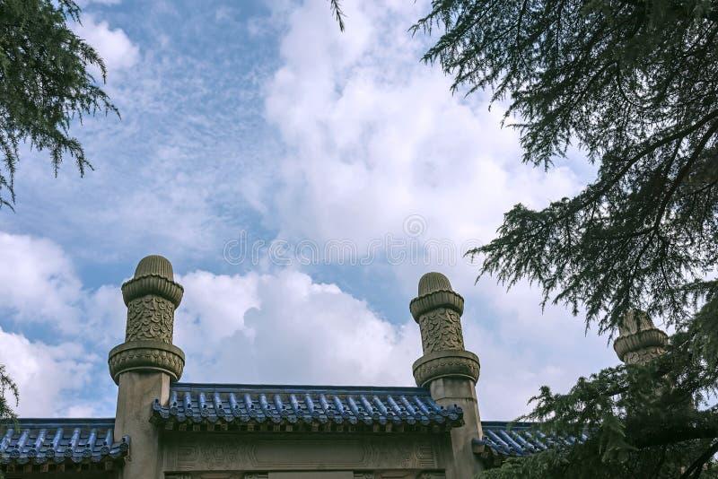 纪念拱道和天空 免版税库存图片