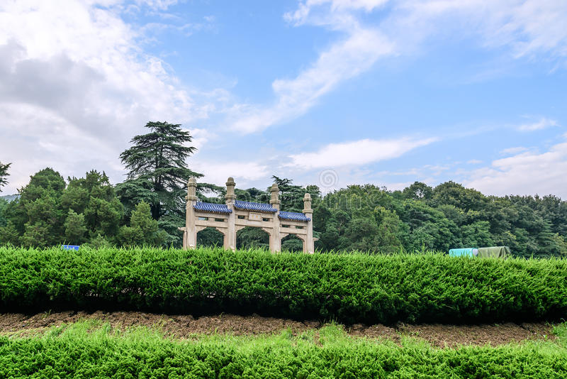 纪念拱道和天空 免版税图库摄影