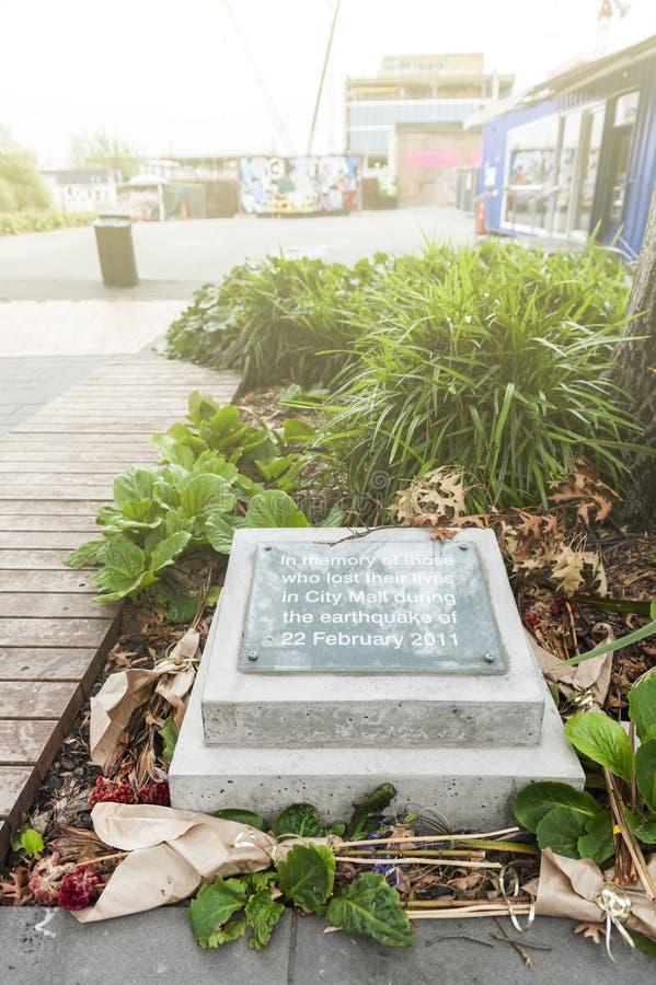 纪念石头位于在记住的在城市购物中心死在地震期间在2011年2月的人民再开始购物中心 免版税库存照片